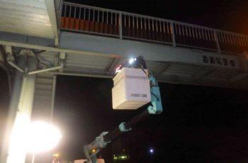 衝突により変形した横断歩道橋の部材取替設計